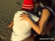 น้องนักเรียนสาวโดนคนร้ายจับตัวมาปล้ำริมชายหาดกล้าจริง